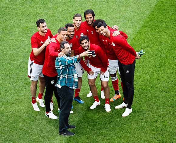 Egyptian players pose for a selfie during their team's training session in St.Petersburg, Russia, 18 June 2018. Egypt will face Russia in the FIFA World Cup 2018 group A preliminary round soccer match on 19 June 2018.  EPA/Etienne Laurent