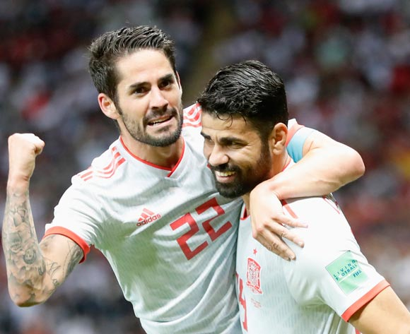 Diego Costa (R) of Spain celebrates with teammate Isco after scoring the opening goal during the FIFA World Cup 2018 Group B match between Iran and Spain in Kazan, Russia, 20 June 2018. EPA/Diego Azubel