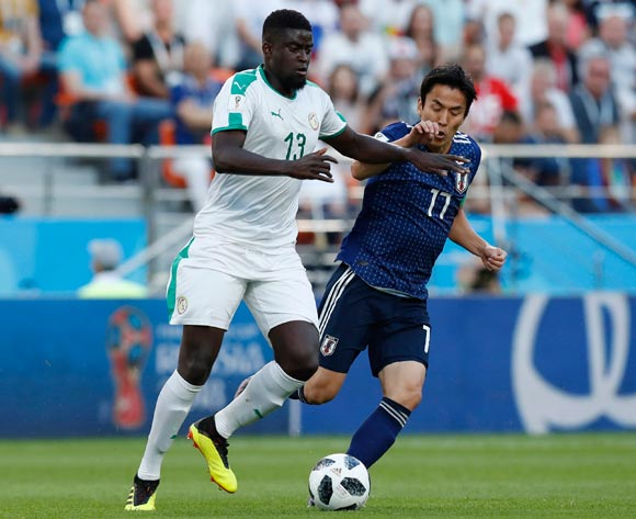 epa06836505 Makoto Hasebe (R) of Japan and Alfred N'Diaye of Senegal in action during the FIFA World Cup 2018 group H preliminary round soccer match between Japan and Senegal in Ekaterinburg, Russia, 24 June 2018.