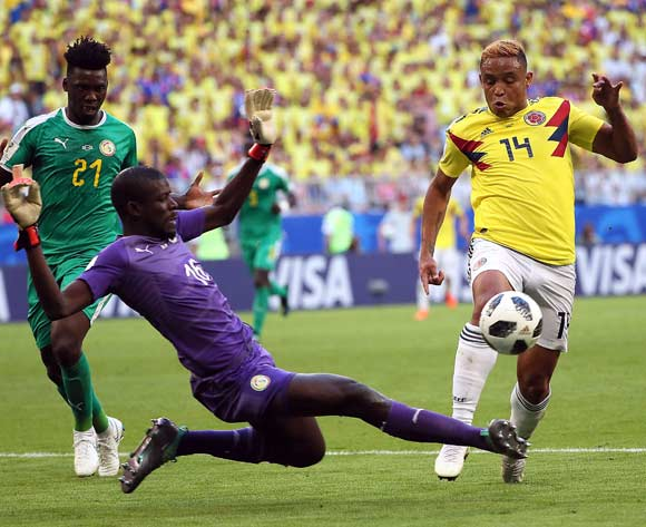 Luis Muriel of Colombia (R) and goalkeeper Khadim N'Diaye of Senegal in action during the FIFA World Cup 2018 group H preliminary round soccer match between Senegal and Colombia in Samara, Russia, 28 June 2018. EPA/Wallace Woon