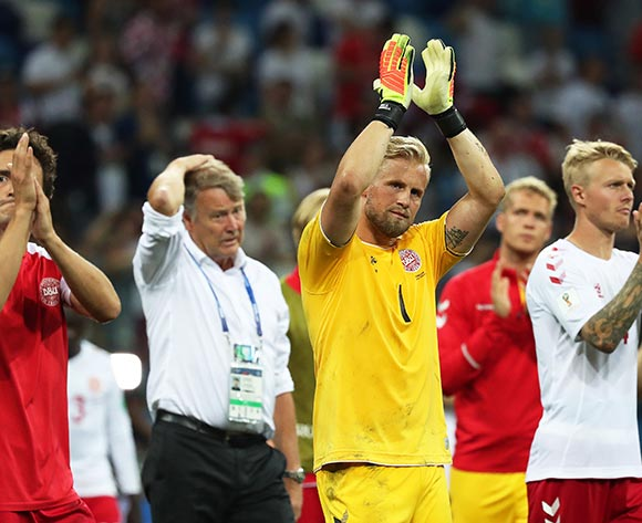 Denmark's goalkeeper Kasper Schmeichel (2-R) and his teammates applaud fans after the penalty shootout of the FIFA World Cup 2018 round of 16 soccer match between Croatia and Denmark in Nizhny Novgorod, Russia, 01 July 2018. Croatia won 3-2 on penalties. EPA/Vassil Donev