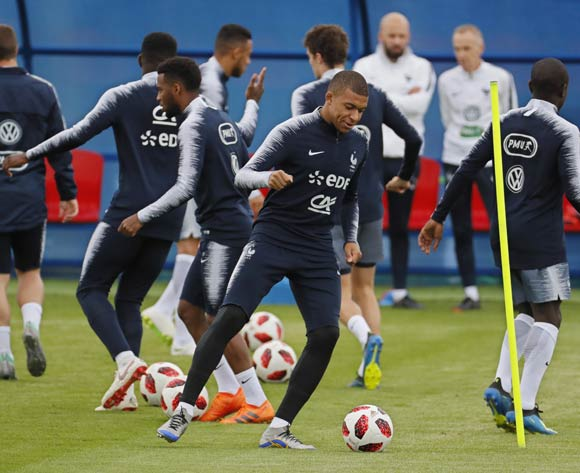 Kylian Mbappe (C) of France during a training session of the France national team at Glebobets Stadium, Istra region outside Moscow, Russia 04 July 2018. France will face Uruguay on 06 July in a quarter final match of the FIFA World Cup 2018. EPA/Yuri Kochetkov