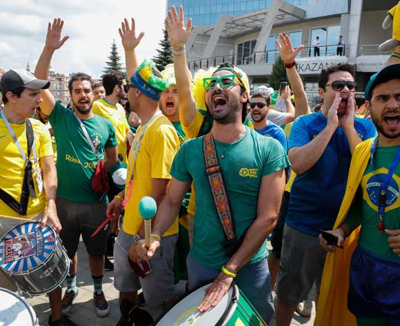 Brazilian supporters cheer upon the arrival of the nationsal soccer team at their hotel in Kazan, Russia, 05 July 2018. Brazil will face Belgium in their FIFA World Cup 2018 quarter final soccer match in Kazan on 06 July 2018.  EPA/Sergey Dolzhenko